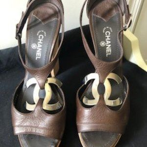Chanel sandals  with a silver toned 'CC' logo